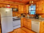 kitchen and dining area-Ocoee River cabin rentals