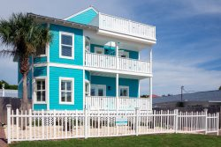 New Listing - 6 King Masters + 3 Queen Beds - 90 yards to the Beach!