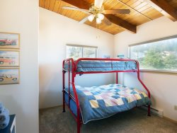 Guest room with double\/twin bunk