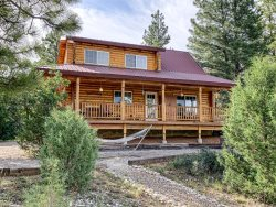 Deer Crossing cabin 2 bdrm / 2 bath sleeps 8 in beds