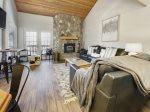 Pine Tree Condo, 4 bedroom condo  ski in/out on the Navajo slopes
