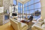 Slopes - 2 bedroom / 2 bath plus loft - walking distance to Giant Steps Lifts