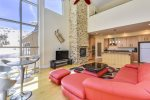 Freestyle - 2 bedroom / 2 bath plus game loft and Private Hot Tub - walking distance to Giant Steps Lifts