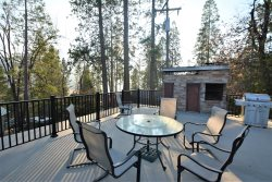 LV10  -Cute Willow Cove Home with Lake View Near Yosemite National Park