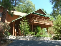 Spacious Home located near the Pine Village and near Yosemite National Park