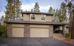 Sunriver Oregon home. Sleeps 14. Hot tub, SHARC passes and family fun in Oregon