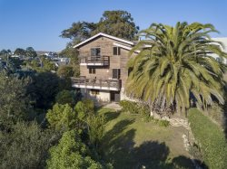 Charming Cayucos Creekside Home! Two Blocks from the Beach! 5 Full Bedrooms- Sleeps 12!