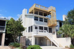 #4-B 12th Street - Upstairs - 2nd House From the Beach - FREE Wi-Fi