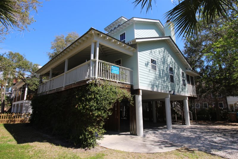 Close To The Tybee Island Pier Pavilion And Downtown S Restaurants Bars