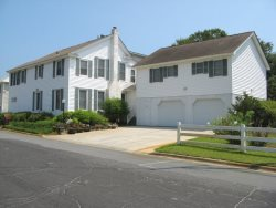 #11 8th Street - One Block From the Beach - Great for Family Reunions and Retreats - FREE WiFi