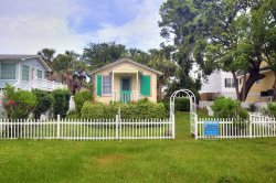 #1514 2nd Avenue - Sunburst Cottage - Small Dog Friendly