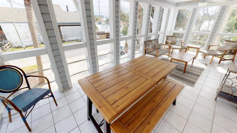 1603 Lovell Avenue Upstairs Modern Vacation Rental Tybee