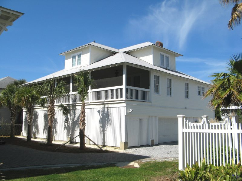 3 10th Place Both Clic And Contemporary Tybee Beach House Just Steps To The Free Wi Fi