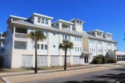 Captain`s Watch - Unit 19 - One Block from the Beach - Close to Shops - Swimming Pool - FREE Wi-Fi