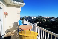 Seascape C - Deluxe Townhouse, Half a Block from the Beach - Small Dog Friendly - FREE Wi-Fi