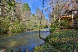 Cozy Creekside Cottage