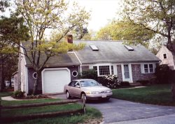 West Yarmouth - Spacious, comfortable house with fantastic back yard