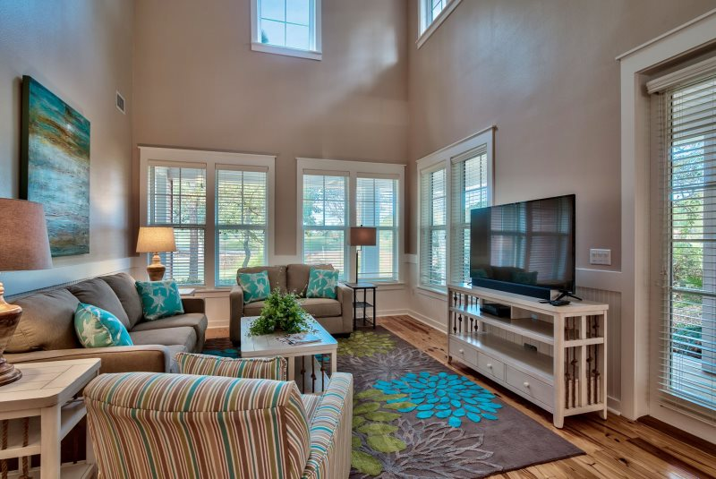 Vacation Rental Living Room near the VIllage of Baytowne Wharf