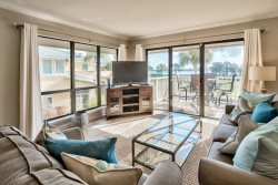 1 Bd/2Ba Luxury Vacation Condo at Sandestin Golf and Beach Resort Corner Unit with Water Views! New 4 seater Golf Cart!