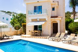 Wonderful, Modern 3 bed villa with private pool and roof garden
