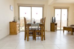 Luxury 1 bed apartment with 2 minute walk to the sea!
