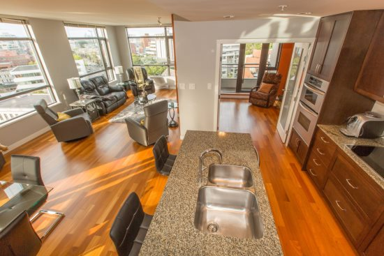 Luxury 15th Floorious 1400 Sq Ft Condo With Inner Harbour Views