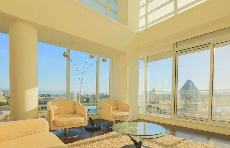 Spacious splendour victoria bc executive 2 bedroom den vacation