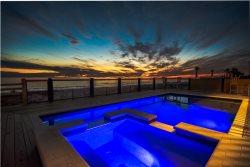 No Rain! Beachfront Home with Tiki Bar, Game Area and Private Pool*
