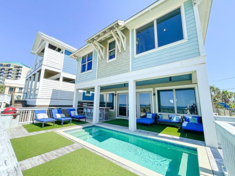 Beachfront - Pool* - Beach Walkover - Outdoor Shower - Grill