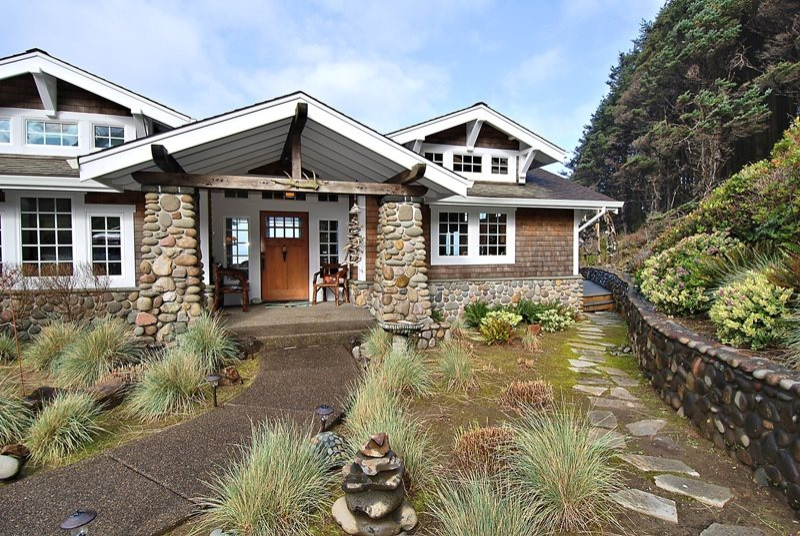 Cove Beach Lodge