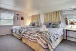2nd bedroom with 2 queen beds at Haystack Close North