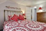 3rd bedroom with queen bed at Haystack Close North