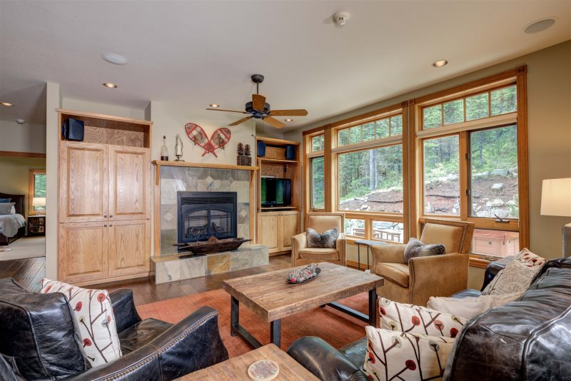 The Low Dog Retreat- Ski in Ski out Luxury Big Sky home
