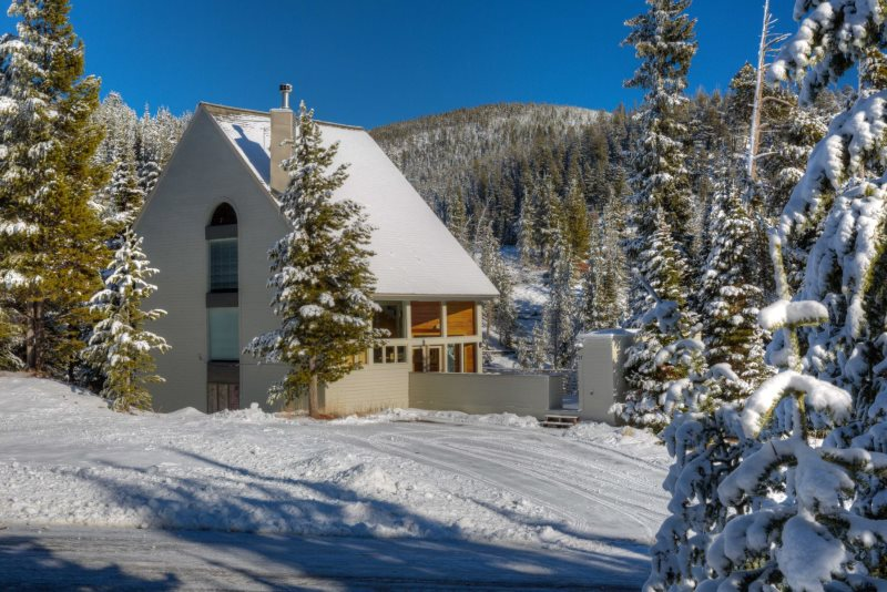 Big Sky Ski in Ski Out Rental Exterior