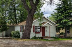A Bungalow is ready and willing for your perfect stay in Mount Shasta!