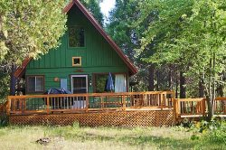 Family and friends will enjoy this beautiful and secluded Cabin and Cottage while relaxing by Squaw Creek in your backyard.