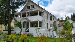 Stay in this updated Mill House in Historical Downtown McCloud