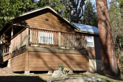 Affordable, Pet Friendly, Vacation Home - Walk to downtown Dunsmuir