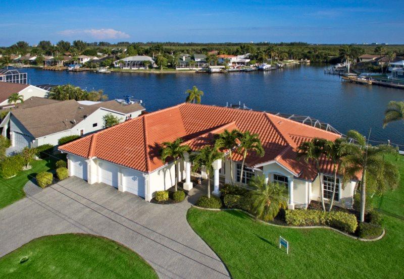 Peachy Villa Dolphin Cape Coral Florida Vacation Rental Home Interior And Landscaping Spoatsignezvosmurscom