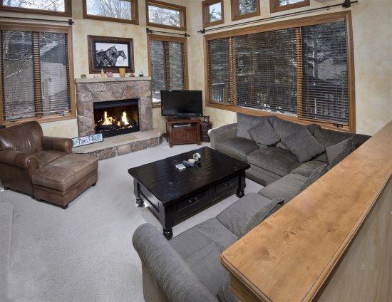 Arrowhead Village Vacation Rental Living Room