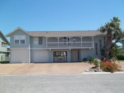8 Catalina - Beautiful 4 Bedroom Canal Front Home in Key Allegro