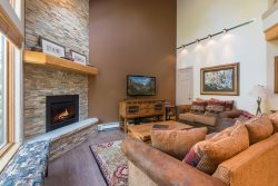 Starfire Townhome 1994 - Newly remodeled, beautiful home on shuttle route