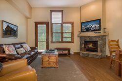 Keystone Red Hawk Townhome 2349 - River Run! Walk to slopes, views of ski area, beautiful updates!