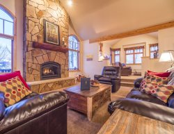 Aspen View Lodge - Amazing views, private setting and all new furnishings!