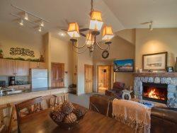 Dakota Lodge 8538 - Sleeps 7, 5th floor, vaulted ceilings!