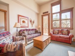 Red Hawk Townhome 2337 - Spacious, three level property with washer/dryer, walk to slopes!
