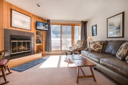 Ski Run Condominiums 203 - Walk to slopes, ski area views, spacious accommodations, pool!
