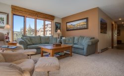 Ski Run Condominiums 404 - Completely remodeled, walk to slopes, ski area views!