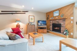 Snowdance Condominiums B102 - Walk to slopes, updated bathrooms and kitchen, Mountain House!