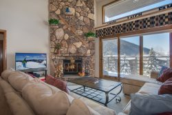 Snowdance Manor 408 - Walk to slopes, indoor pool and hot tub, Mountain House!